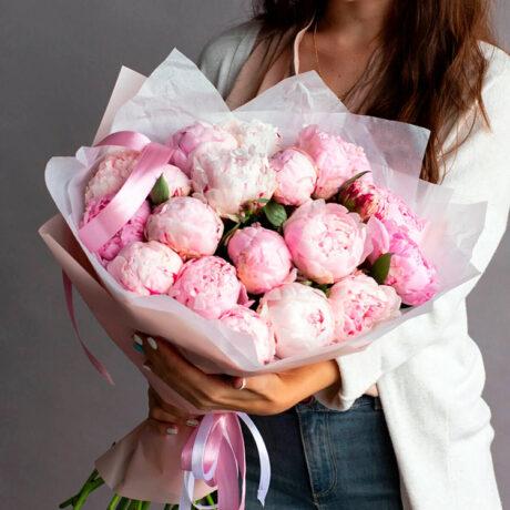 Букет из 21 розового пиона