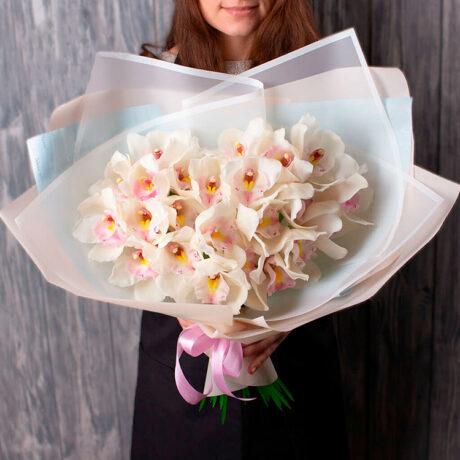 Монобукет из 21 орхидеи
