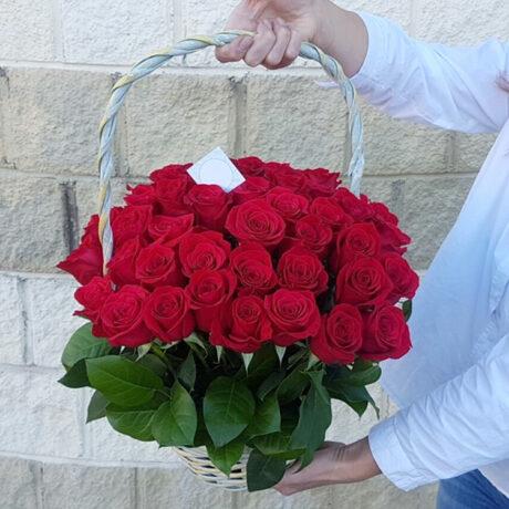 51 красная роза в корзине 40 см