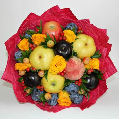 Букет из фруктов и желтых роз