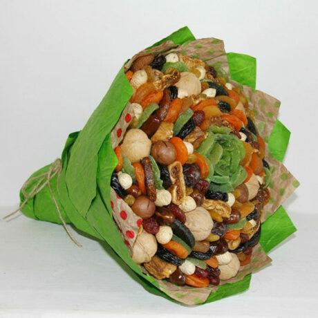 Букет из различных сухофруктов и орехов