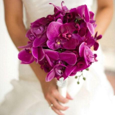 Букет невесты из фиолетовых орхидей