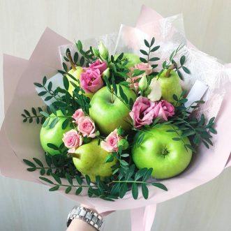 Букет из фруктов, роз и эустом