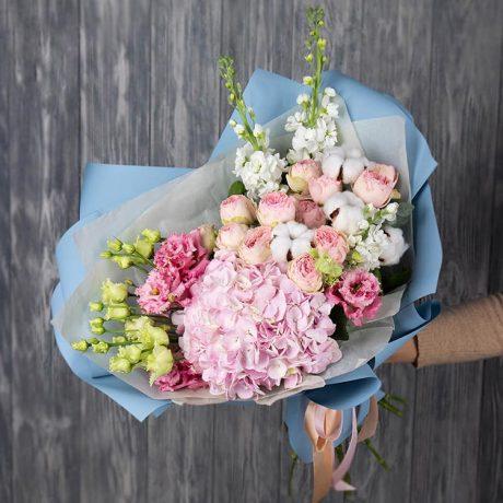 Букет из гортензии, роз и эустом