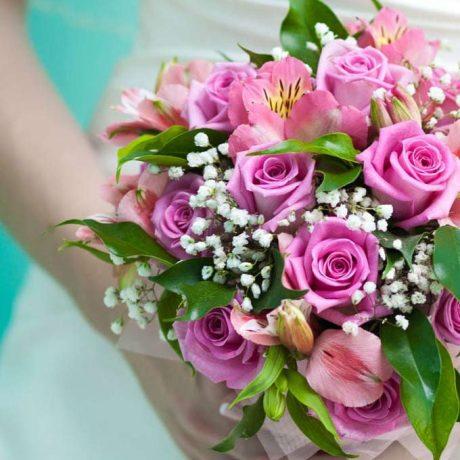 Букет невесты из роз и альстромерии (вблизи)