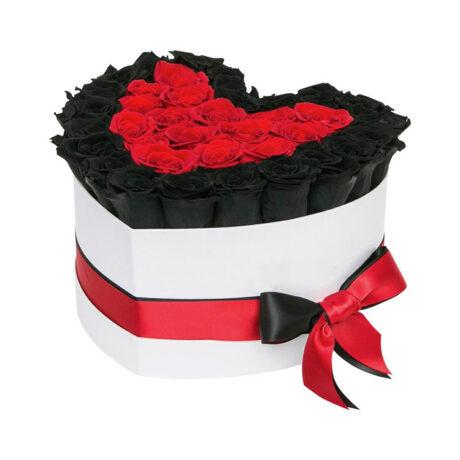 Сердце из черных и красных роз в коробке