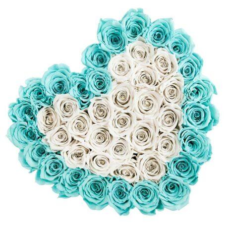 Сердце из синих и белых роз в коробке (сверху)
