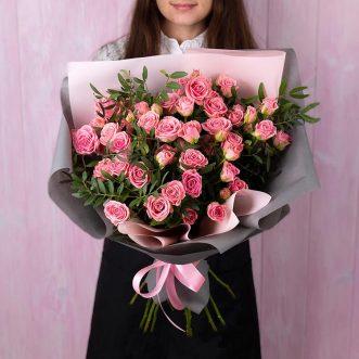 Букет из 11 розовых кустовых роз