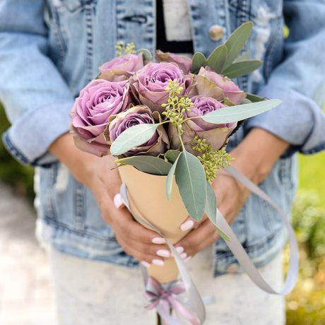 Букет из 7 роз в конусе