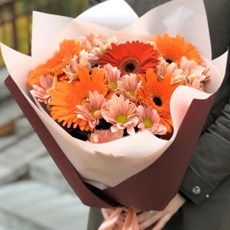 Букет из гербер и хризантем