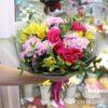 Букет из хризантем и желтых альстромерий