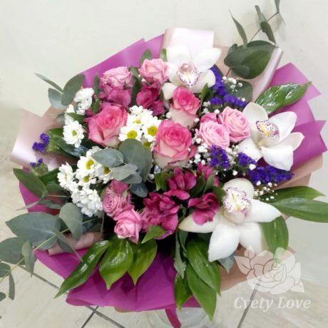 Букет из орхидей и розовых роз