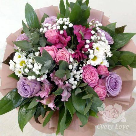 Букет из роз, альстромерий и сантини