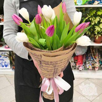 Букет из 15 тюльпанов в крафте