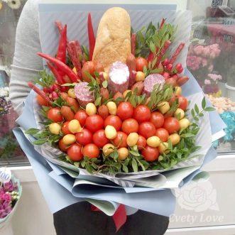 Букет из помидоров и колбасы