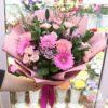 Букет из розовых гербер и роз