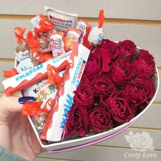 Kinder и 11 роз в коробке в виде сердца
