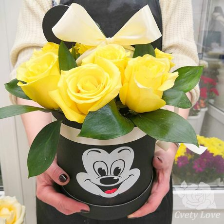 9 желтых роз в шляпной коробке