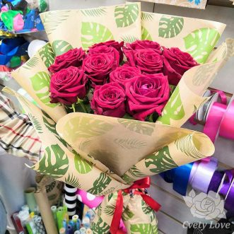 Букет из 11 красной розы в крафте