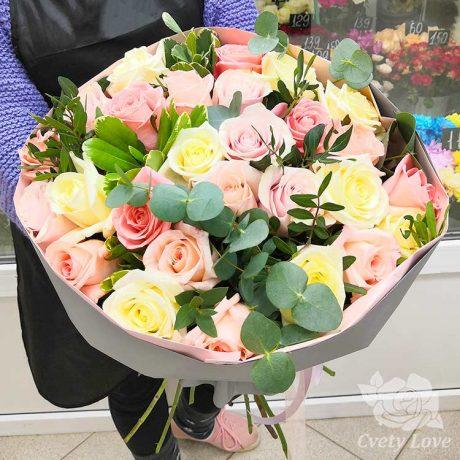 Букет из 27 роз и эвкалипта