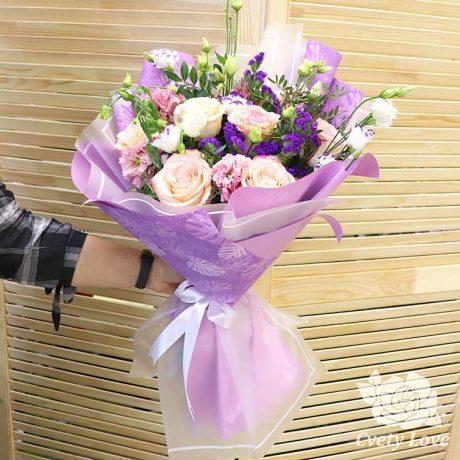Букет из 7 роз и эустом
