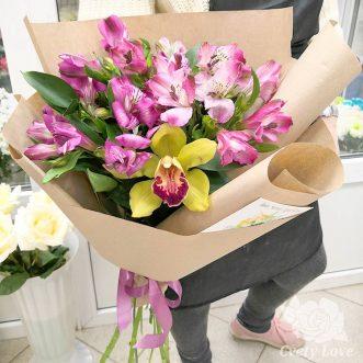 Букет из альстромерий и 1 орхидеи
