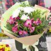 Букет из хризантем и розовых альстромерий