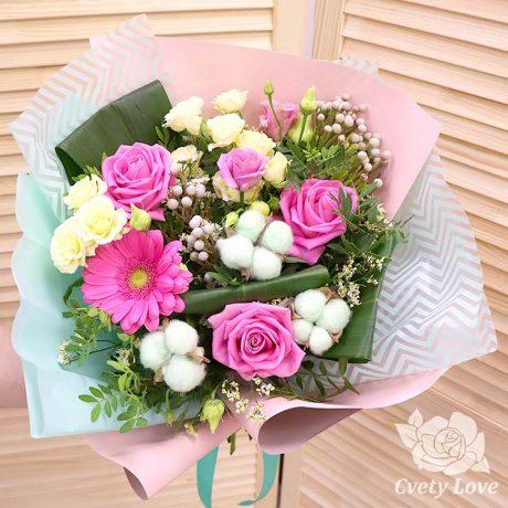 Букет из роз, гербера и хлопка
