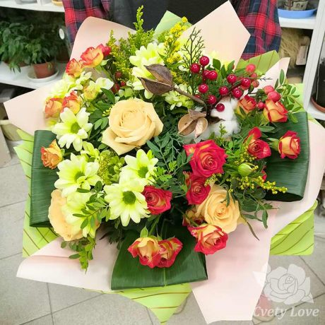 Букет из роз и декора