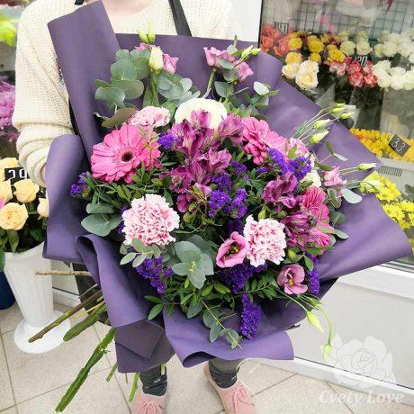 Букет из розовых гербер, альстромерий и эустом