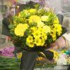Букет из желтых гербер, хризантем и гвоздик