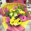 Букет из желтых хризантем и гвоздик