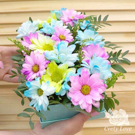 Кустовые хризантемы в прямоугольной коробке