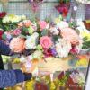 Пионовидные розы и гортензия в коробке