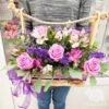 Розовые розы и альстромерии в ящике