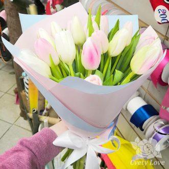 Букет из 19 нежных тюльпанов