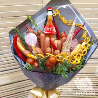 Букет из колбасы, сыра и арахиса