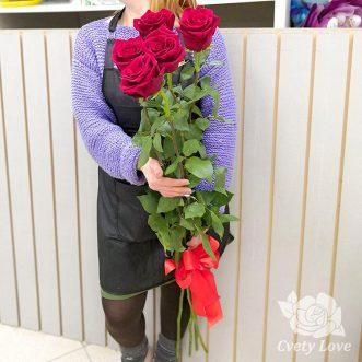 Букет из 5 длинных роз