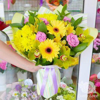 Букет из желтых гербер, альстромерий и орхидей